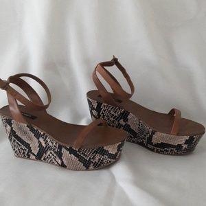 Women's shoes platforms